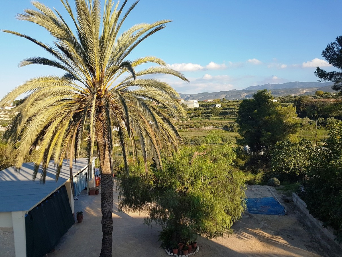 Semi-detached country house for sale in a rural setting. A total construction of 457m2 on a plot of ,Spain