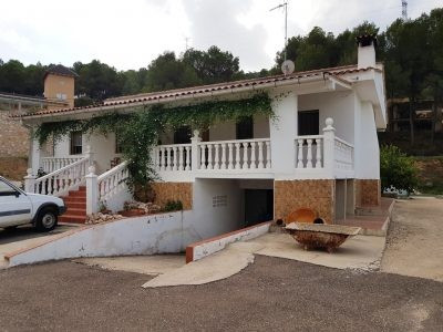 At the end of a private, concrete drive and on a very quiet and lovely location, we find this 5 bedr,Spain