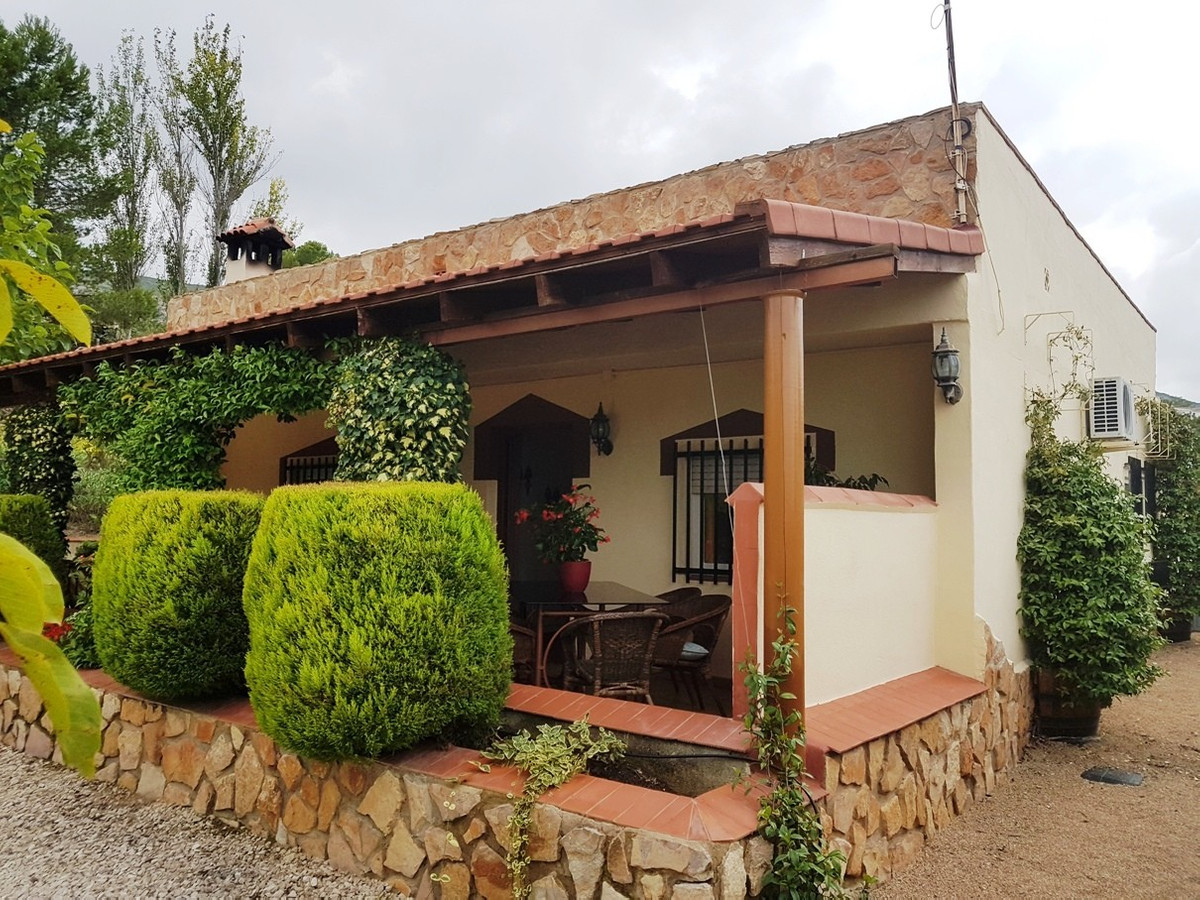 Lovely 3 bed, 2 bath country house of 120m2 on a plot of 1870m2.  Very good access road, quiet locat,Spain