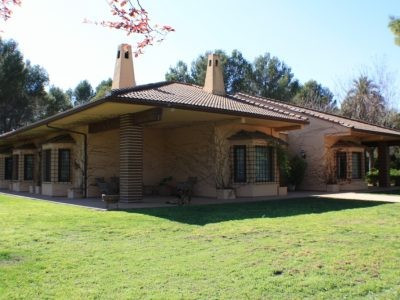 A luxurious house in an area of Ontinyent that's highly sort after. Large walled plot of 12.000m,Spain