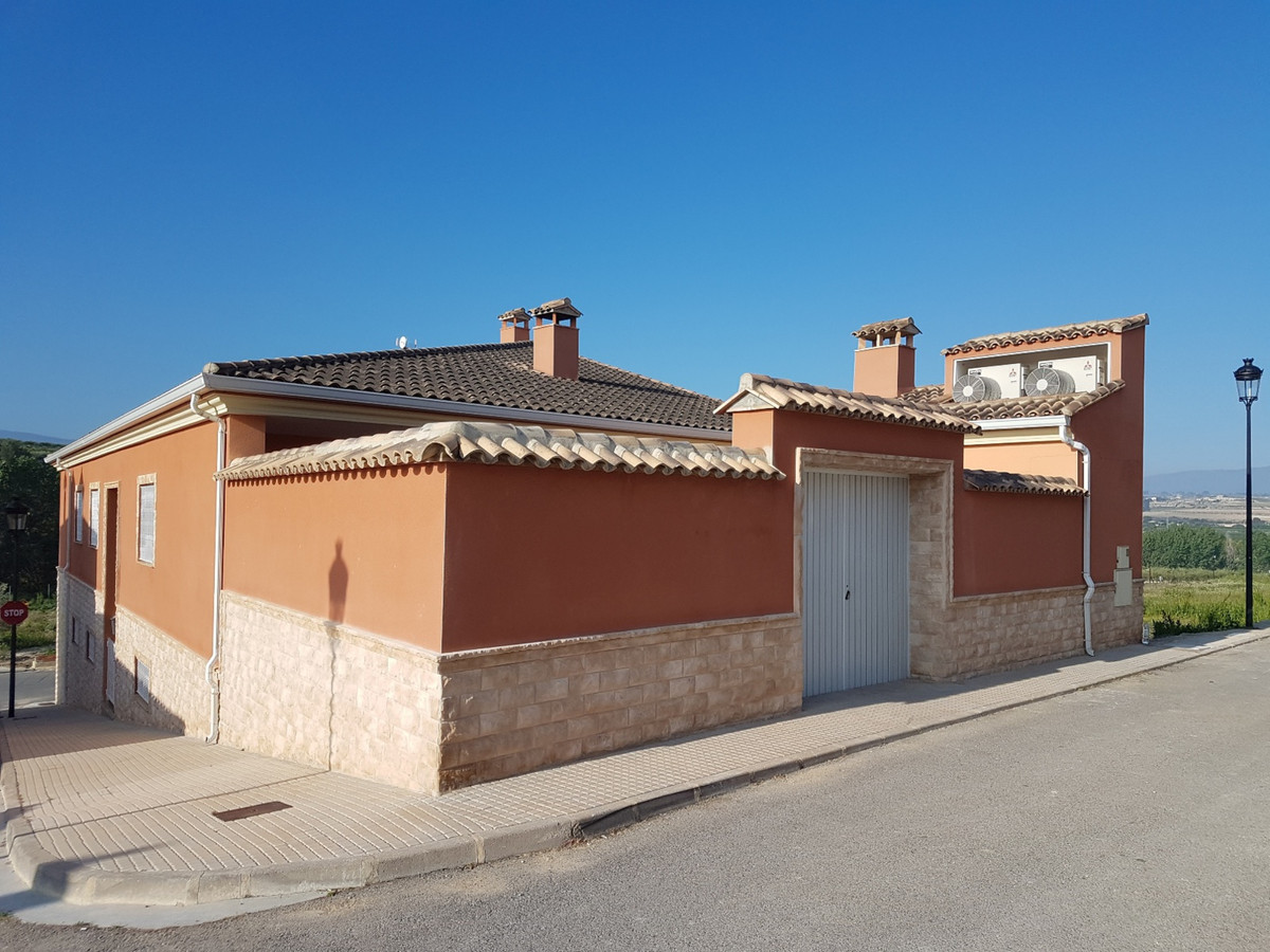 Welcome to this lovely, well maintained townhouse, situated in Bufali. Walking distance from bars, r, Spain
