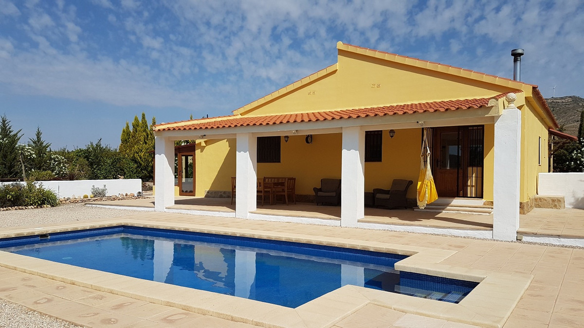 Beautiful, south facing rural property of 214m2 build, on a plot of 24.265m2, of which 2.400m2 are f,Spain