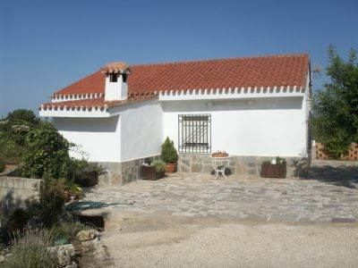 Country house of 114m2 on a plot of 3859m2. Very good location, walking distance from the town of On, Spain