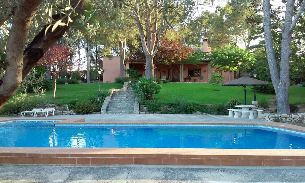 Very pretty and well maintained house of app 200m2 on a fenced plot of 3.328m2 in 3 levels.  The hou,Spain