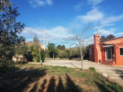 Gated and fenced property of 90m2 for sale in Helios, Ontinyent.  Nice plot of 2900m2 with a mix of ,Spain