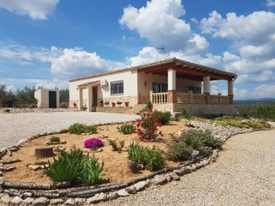 Beautiful, very well maintained and renovated country house in Chella. 132m2 built on a partly fence, Spain