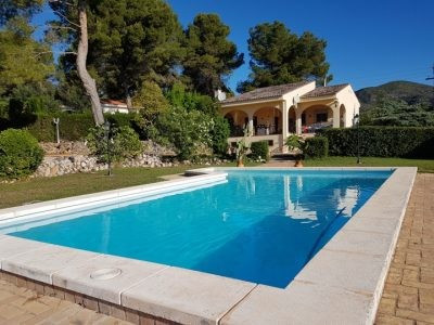 Detached property in fenced and gated plot. 2 floors with 3 bedrooms on the top floor, one bathroom,,Spain
