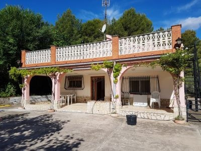 Country house of 132m2 on a fenced and gated plot of 2757m2 in Xativa.  Long drive, mature garden an, Spain