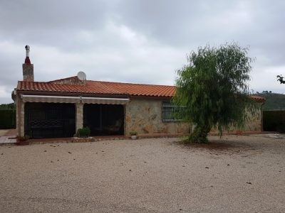 Electric gated and fenced property in Chella. Very well maintained and spacious country house of 164, Spain
