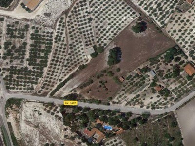 Plot of land just on the outskirts of Ontinyent. Mains electric and water and small store room. Woul,Spain