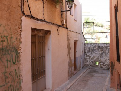 Townhouse on 3 floors for refurbishment with small internal patio. 3/4 bedrooms and 2 bathrooms. The,Spain