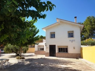 Big country house of 270m2 on a fenced plot of 10.700m2 for sale in Ontinyent. Walking distance from,Spain