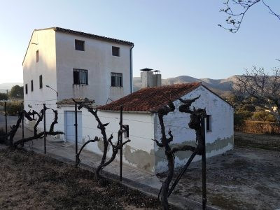 Good size country house of 440m2 build on a plot of 19.605m2 for sale in Ontinyent.  Situated in a l,Spain