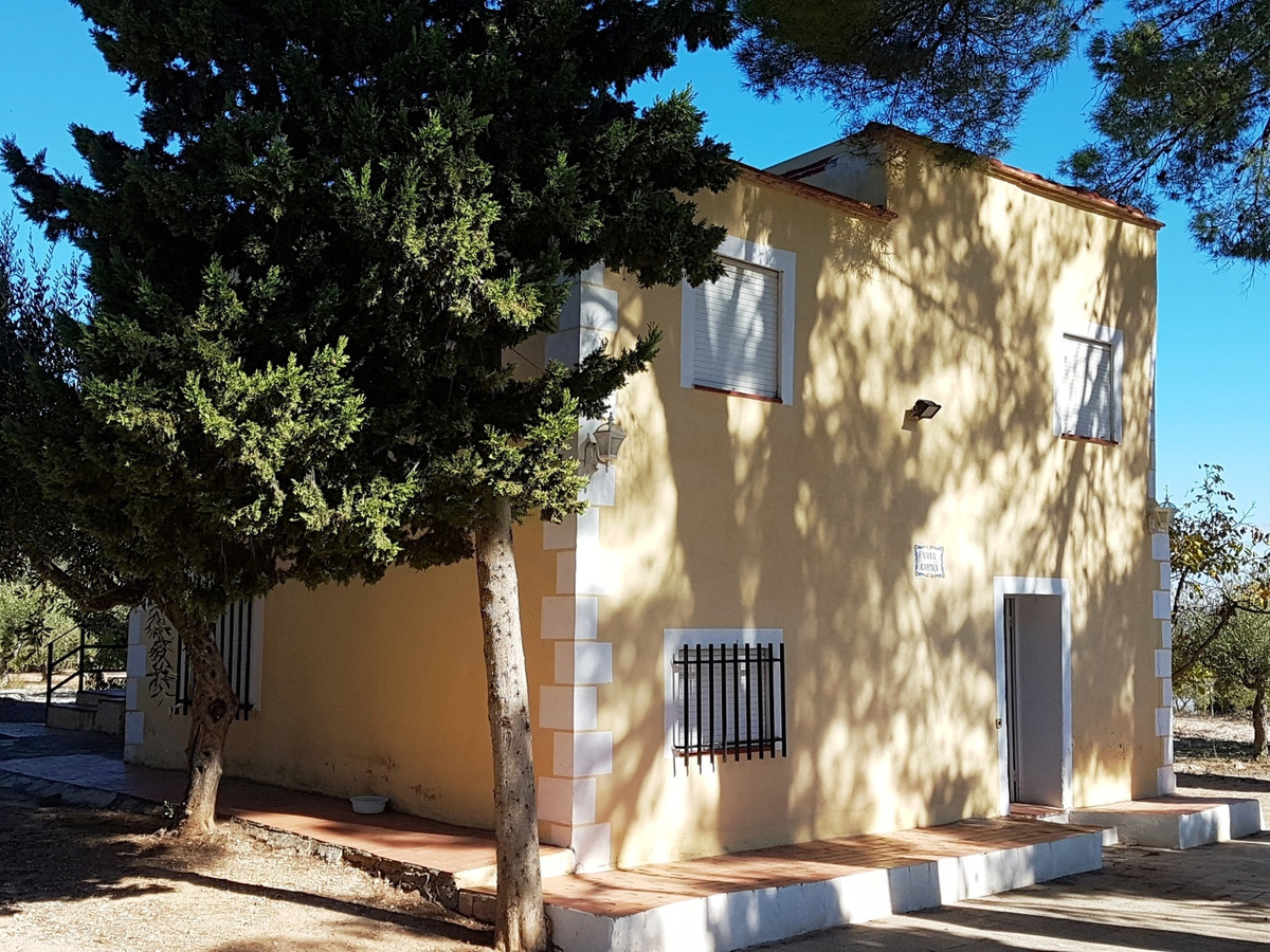 Welcome to Villa Carmen, situated in one of the nicest areas of Ontinyent with good access roads and, Spain