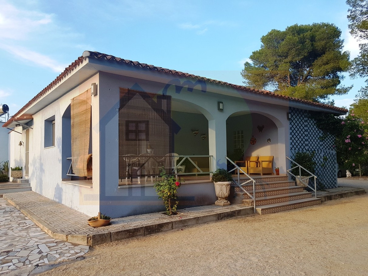 Beautiful, reformed, modern country house of 114m2 on a fenced and walled plot of 4.770m2 with elect, Spain