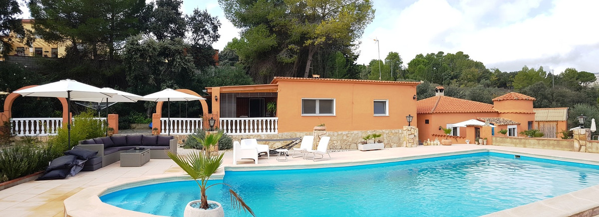 Beautiful and very well maintained property for sale. Good access road and only 5min from Ontinyent.,Spain