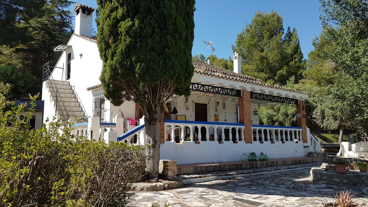 This lovely 3 bed, 1 bath country house of 219m2 built, is located in a lovely, quiet area, with goo, Spain