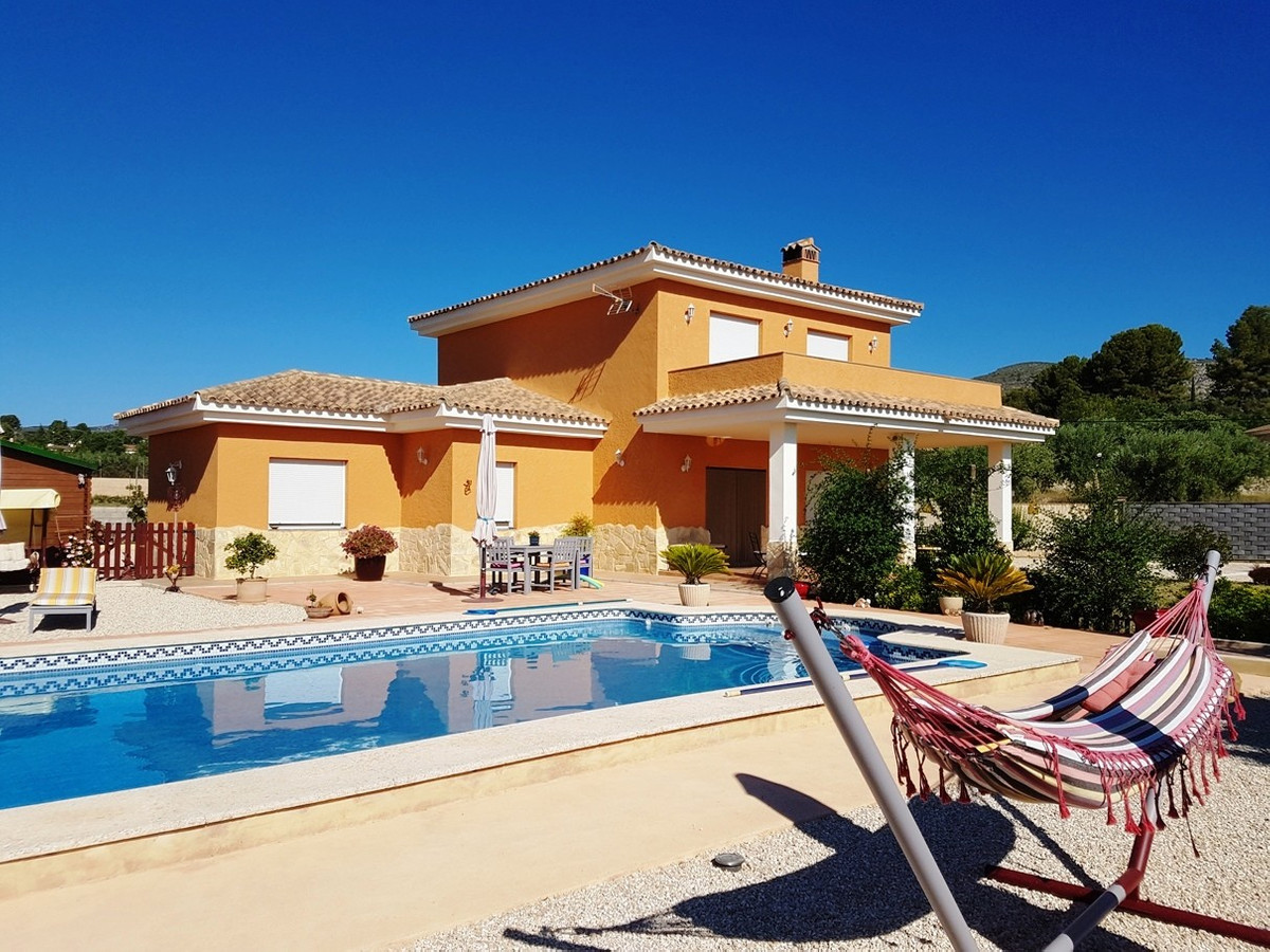 Beautiful and well maintained villa of  232m2 on a fenced and walled plot of 2131m2.  Good access ro, Spain