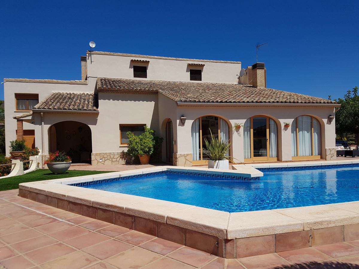 Beautiful house of 300m2 in Santa Ana in Ontinyent. Fully fenced plot of 4049m2 with two entrances w,Spain
