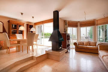 Bargain corner townhouse located next to La Resina golf course, besides Selwo, in the East side of E,Spain