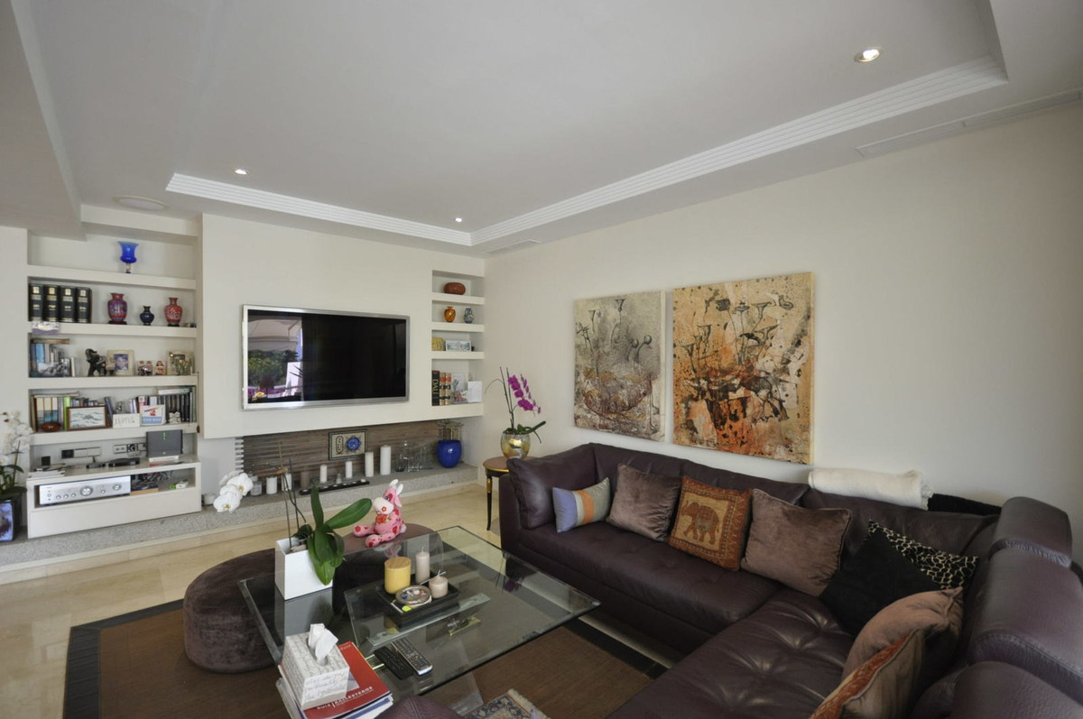 (R2095317) Beautiful south facing townhouse located in one of the most prestigious urbanisations in ,Spain