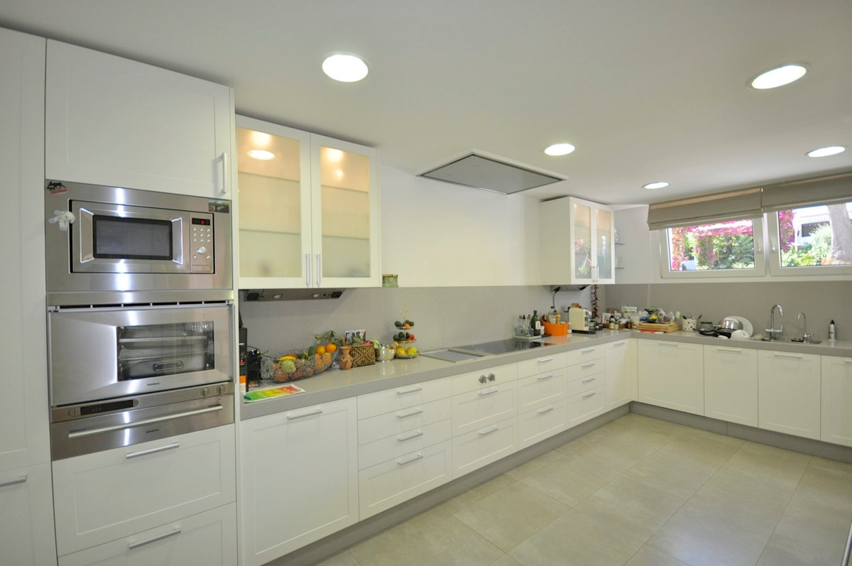 4 Bedroom Townhouse for sale The Golden Mile