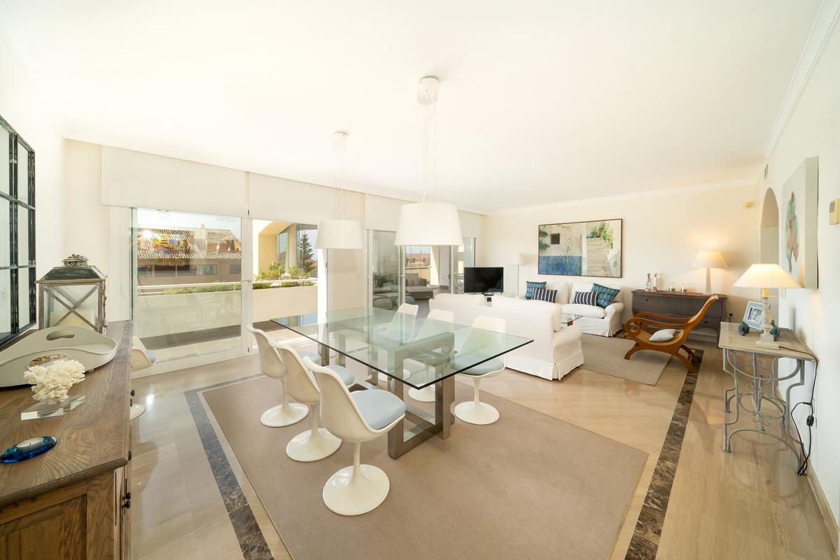 Marbella Banus Apartamento Planta Media en Venta en Bahía de Marbella – R3674828