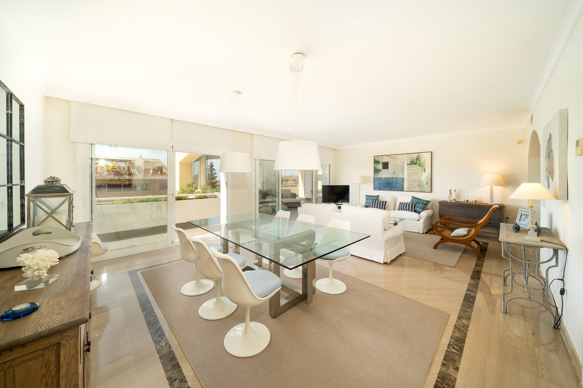 Impeccable apartment with sea views, located in one of the most established urbanizations in Marbell,Spain
