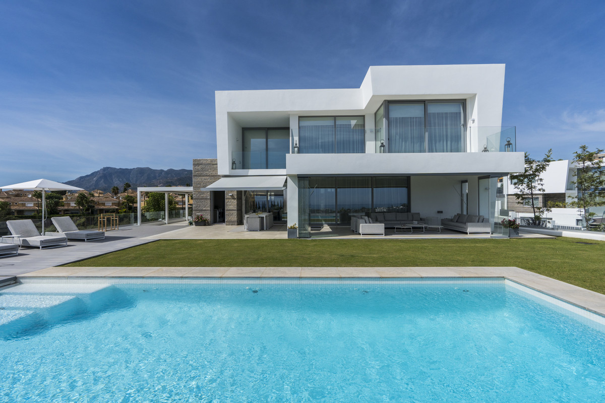 Exeptional Villa with breathtaking golf and sea views located in an elevated position within the gol, Spain