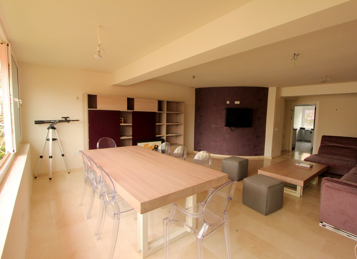 Contemporary and just 100 meters to the beach in La Carihuela!   This very spacious apartment is ful, Spain