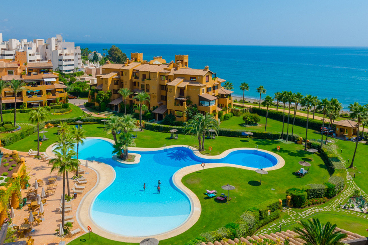 AMAZING DUPLEX PENTHOUSE WITH PRIVATE POOL IN THE FRONTLINE BEACH OF GOLDEN MILE! ESTEPONA  This is , Spain