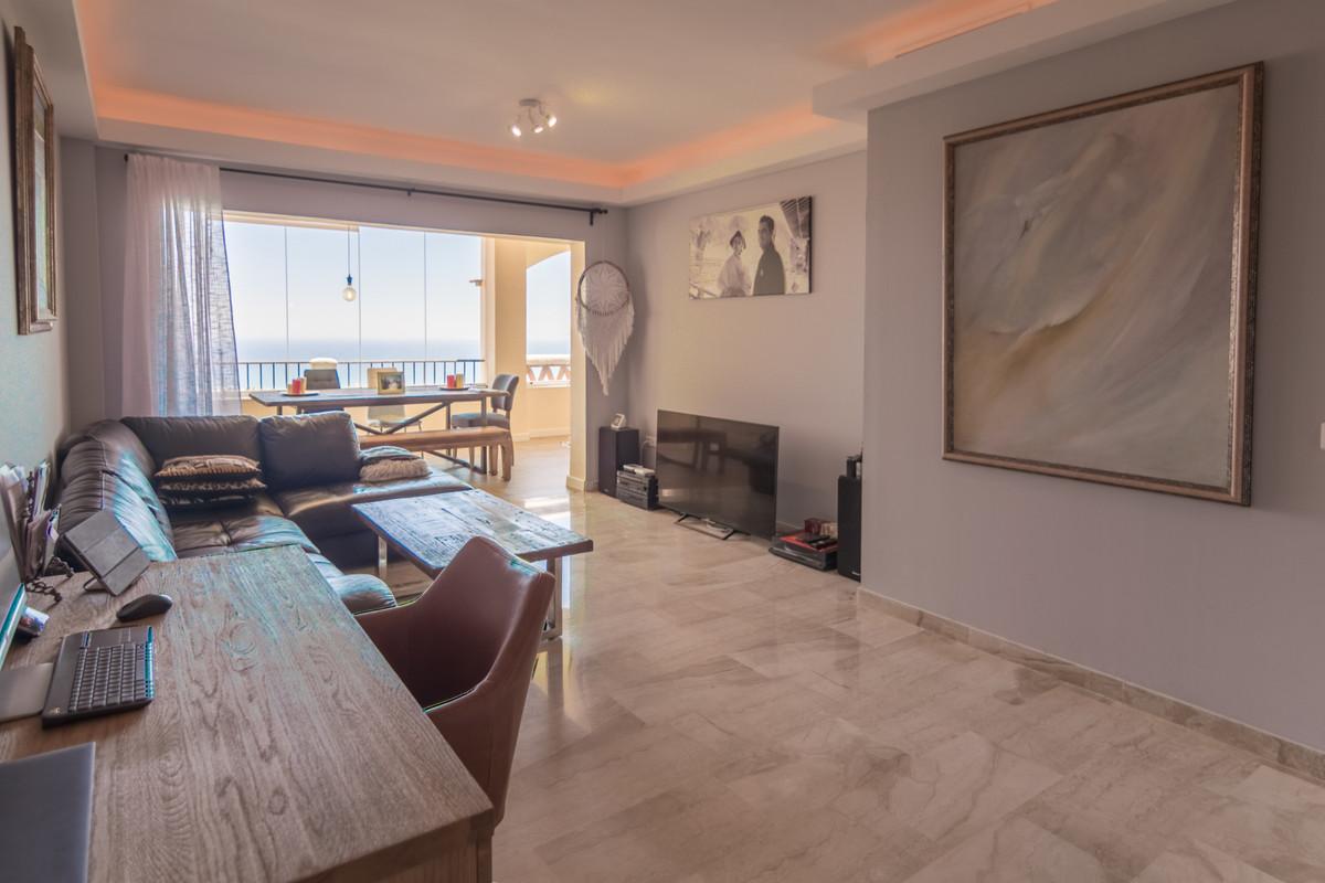 Apartamento Planta Media en Venta en Calahonda – R3461305