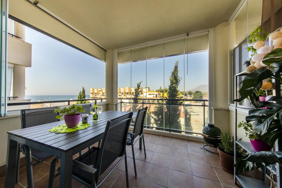 Apartamento Planta Media en Venta en New Golden Mile – R3548620