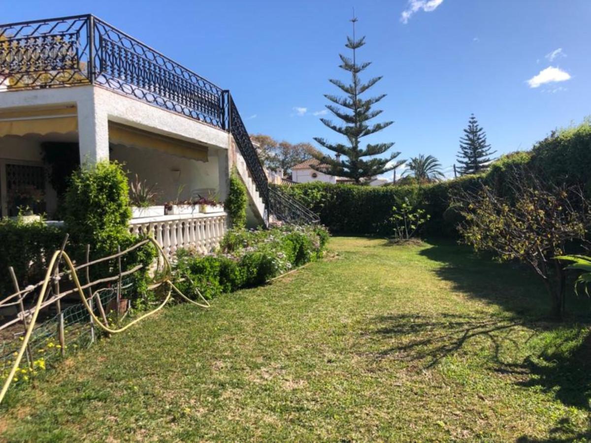 Villa en Venta en San Pedro de Alcántara – R3623348