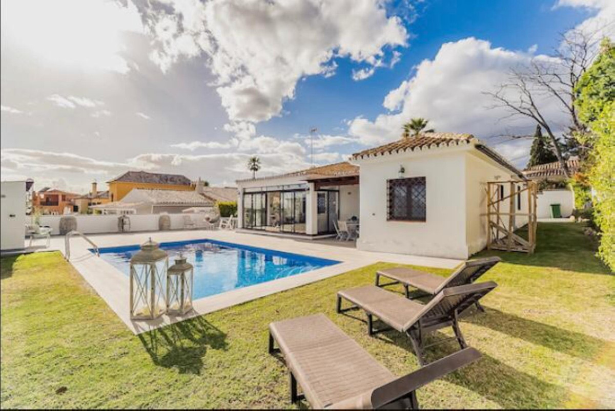 Beautiful villa for sale in San Pedro Alcantara, within walking distance of the city center. This si,Spain