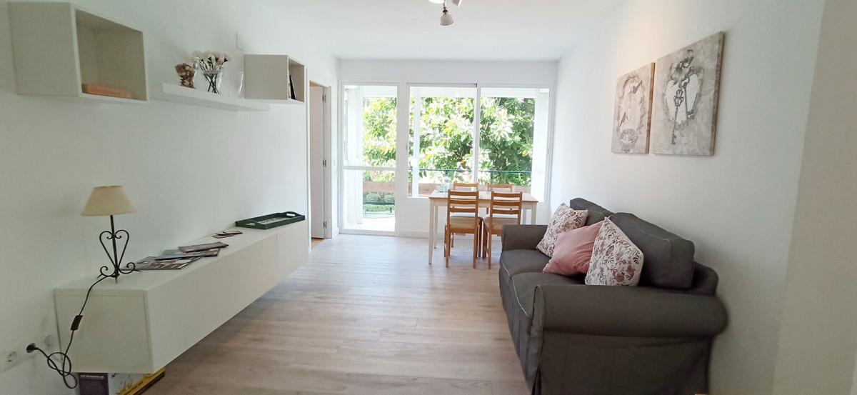 Marbella Banus Apartment for Sale in New Golden Mile – R3838648