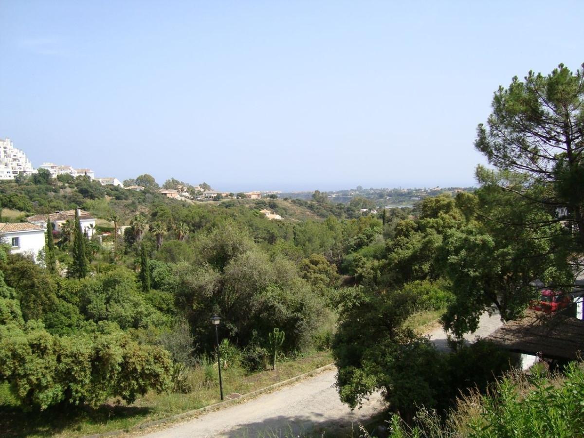 R2687414 | Residential Plot in Estepona – € 60,000