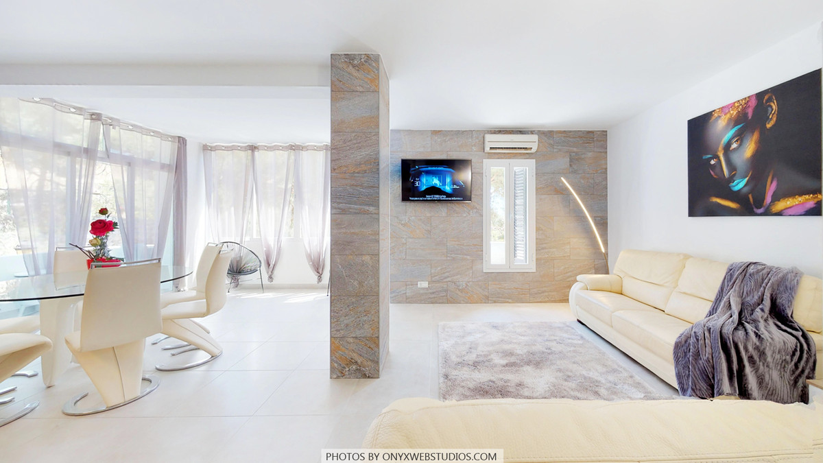 BEST CONTEMPORARY 3 BED LUXURY APARTMENT in the area. FRONT LINE BEACH development with direct acces, Spain