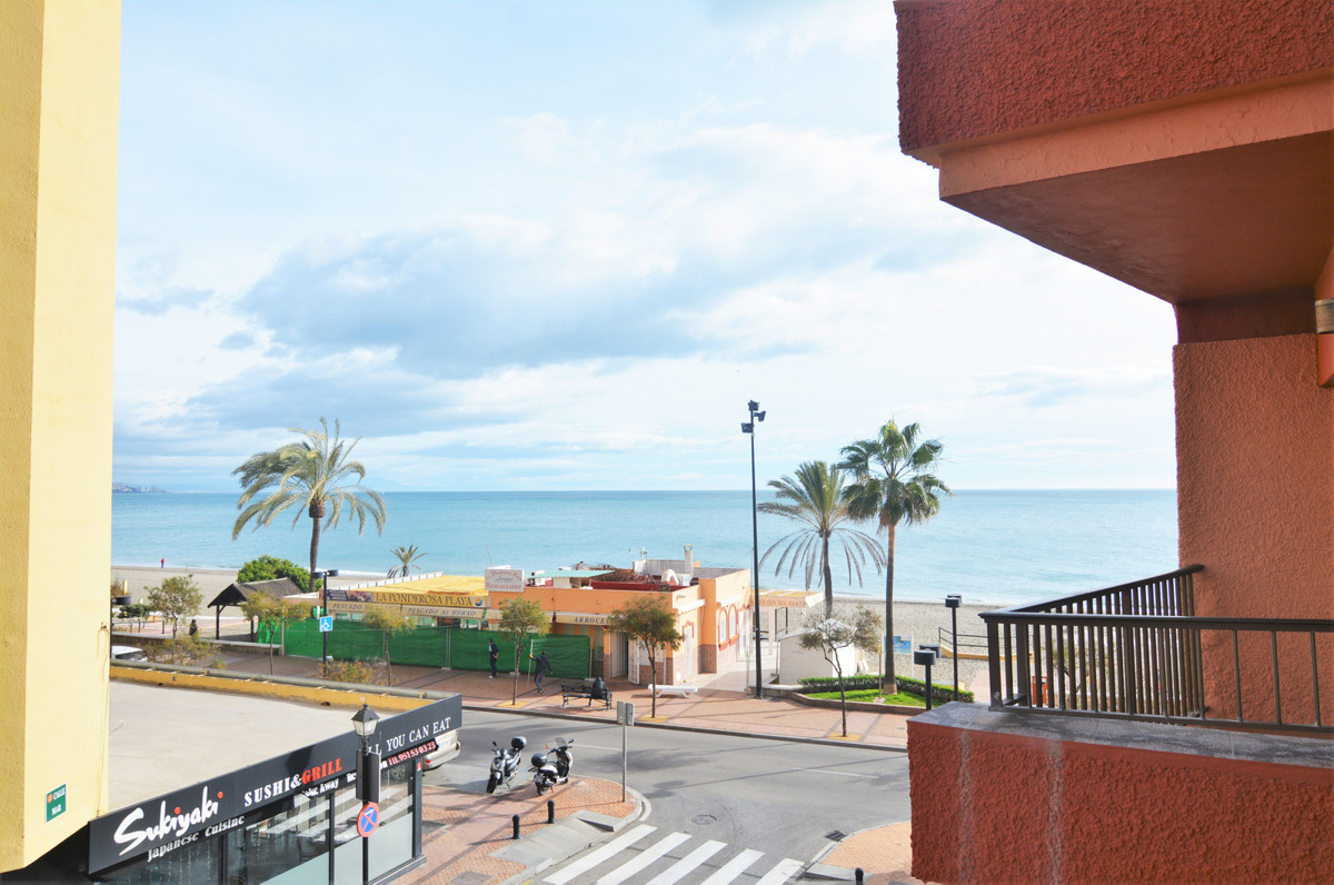 We present you this charming studio, on the beachfront in the heart of Fuengirola.  It is located in,Spain