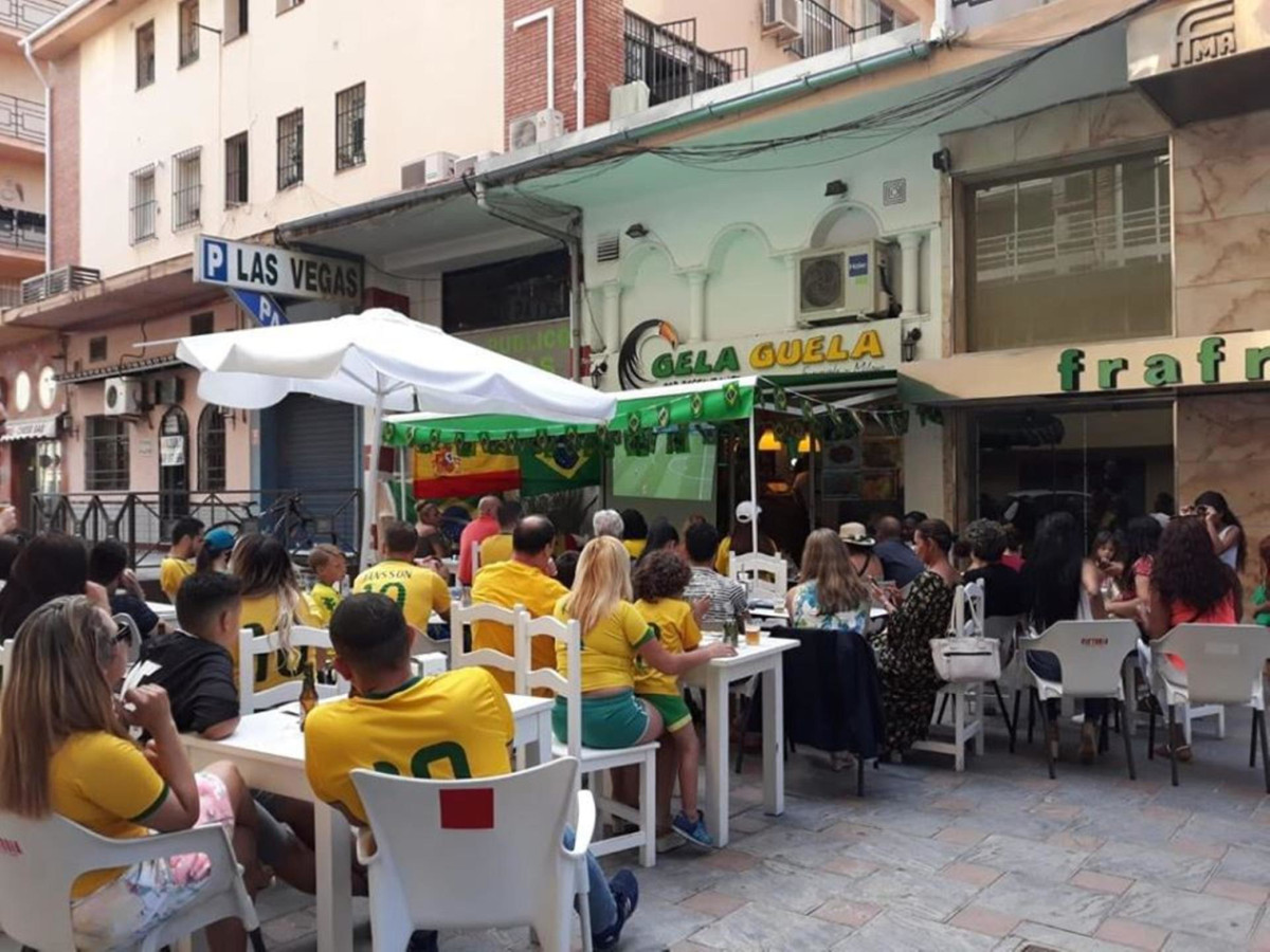 SENSATIONAL BAR WITH KITCHEN IS FOR SALE IN FUENGIORLA, NEXT TO THE TRAIN STATION, HAS A SMOKE OUTLE,Spain