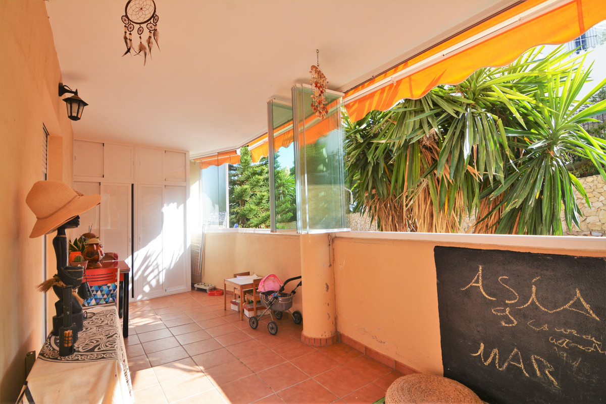 Cozy apartment in Torreblanca with community pool.  This apartment consists of entrance. Kitchen in , Spain