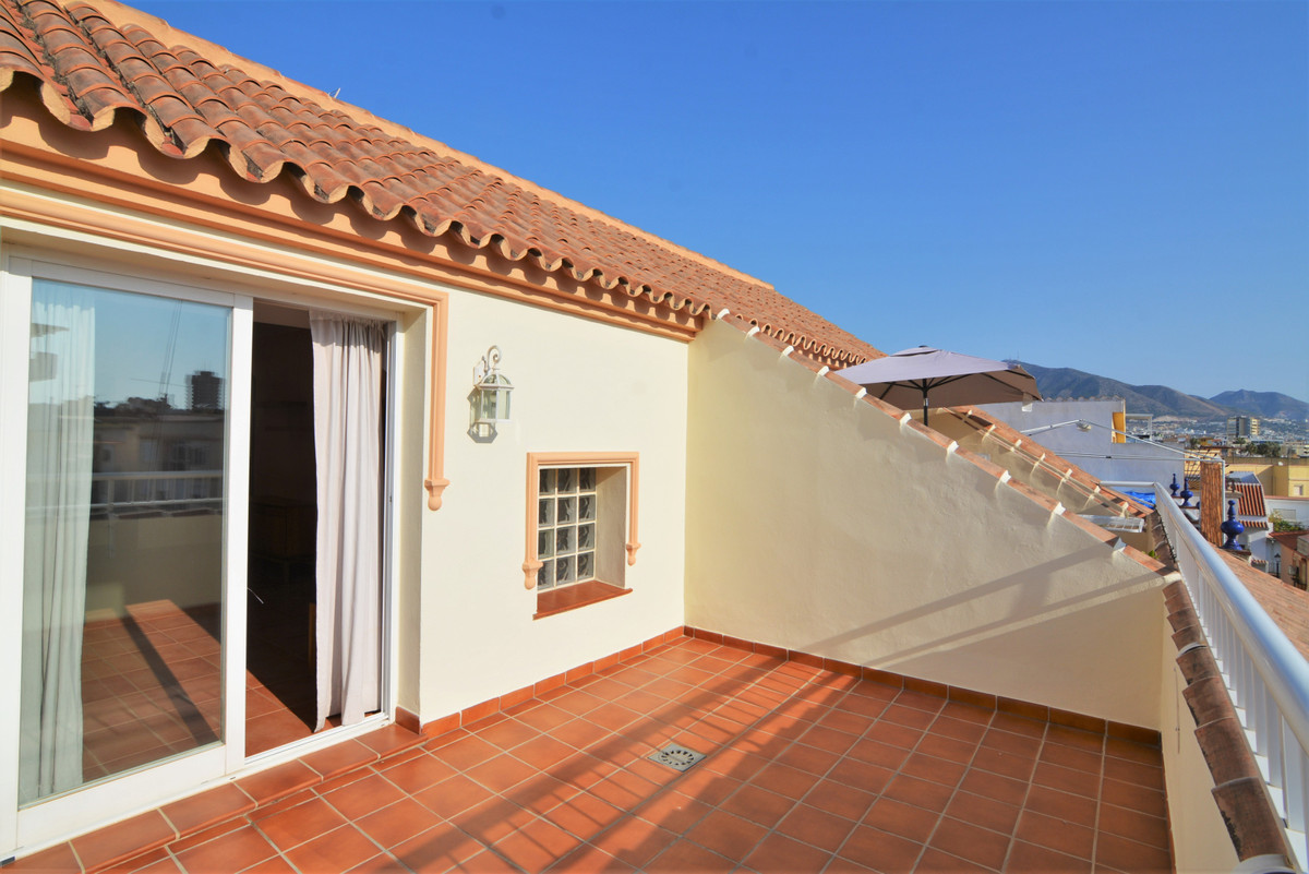Here we present this beautiful penthouse in the heart of Fuengirola, just a step away from the Plaza,Spain