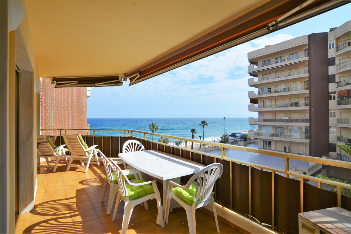 We present this beautiful apartment located in the exclusive area of Dona Sofia park. It is located ,Spain