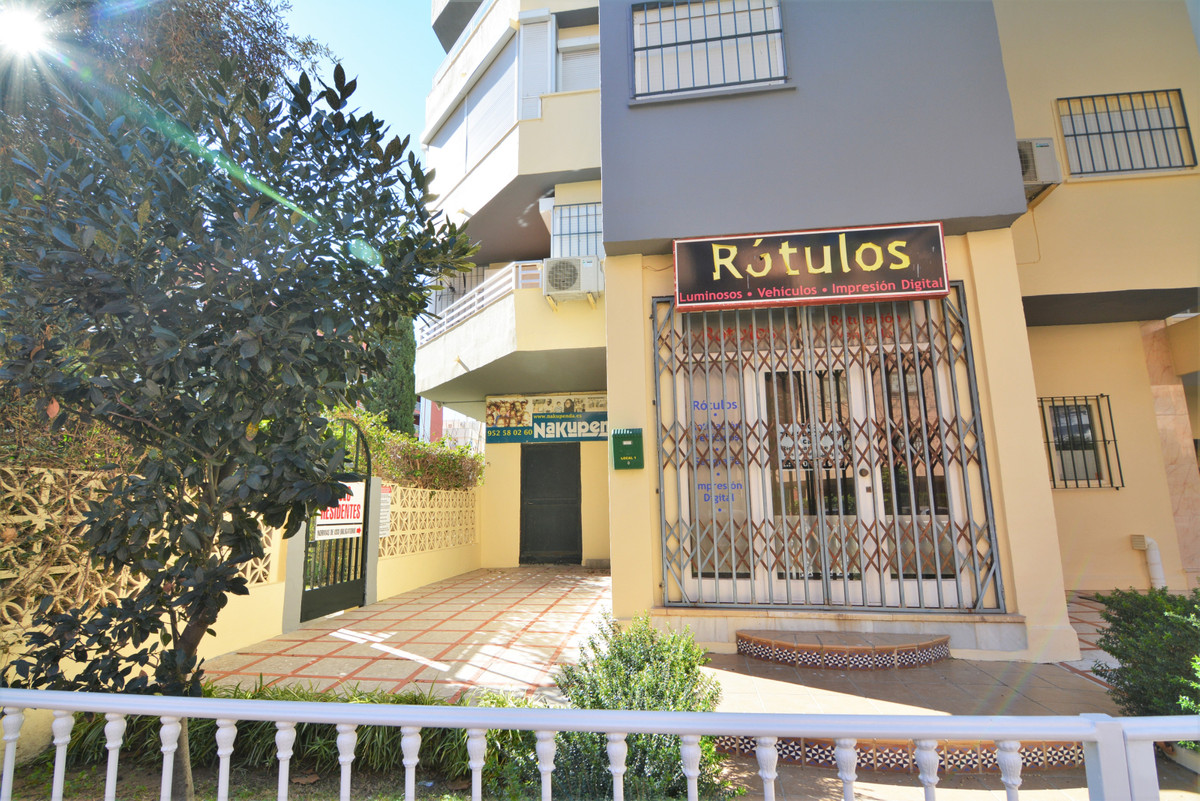 We present this investment opportunity in the center of Fuengirola. It is a commercial premises with,Spain