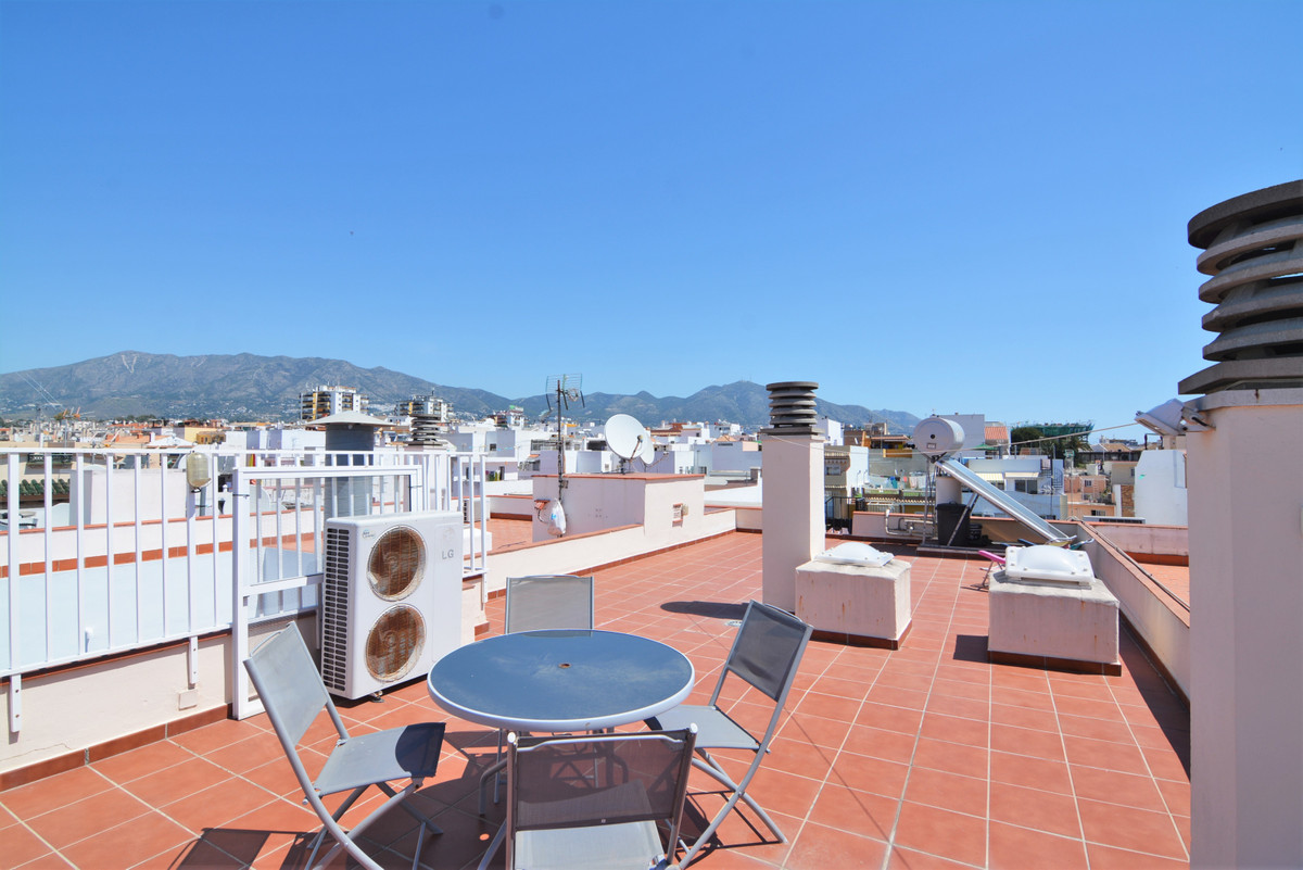 Beautiful penthouse in Las Lagunas, in perfect condition turnkey  The penthouse is located in a very, Spain