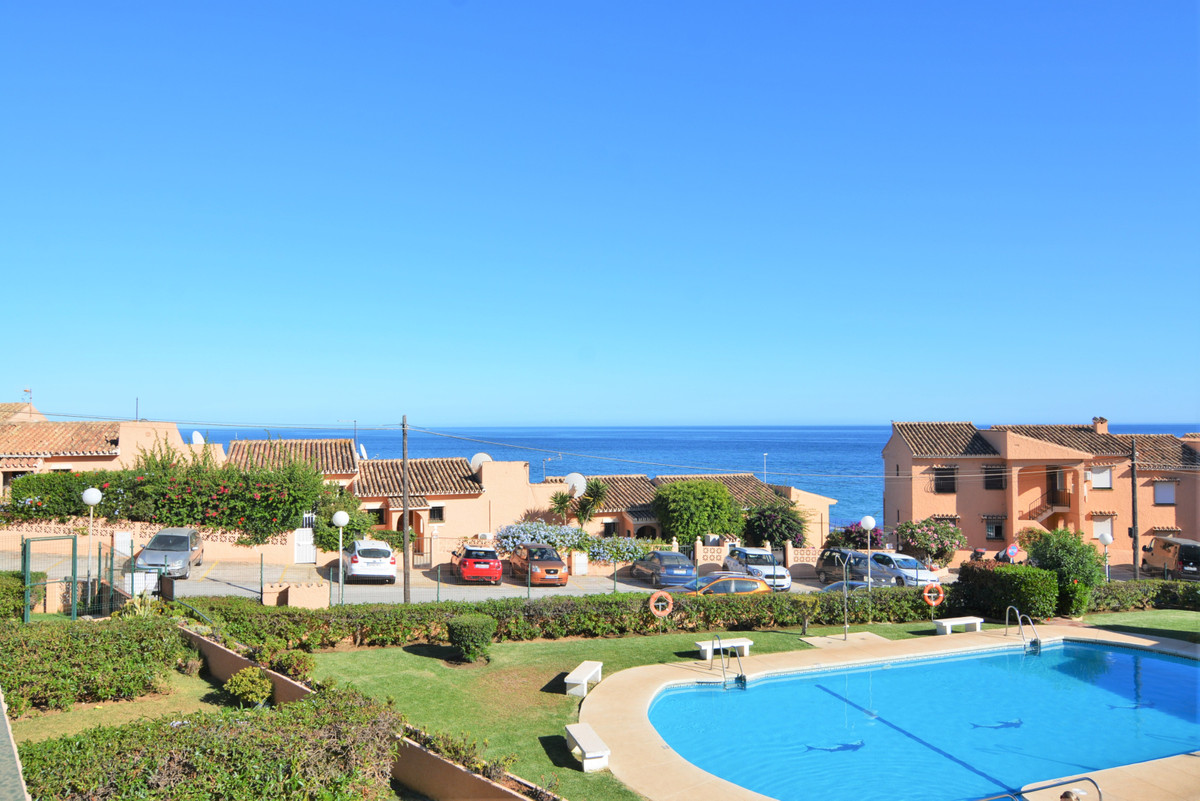 Here we present you this property located in El Faro, in a beautiful complex with communal pool and ,Spain