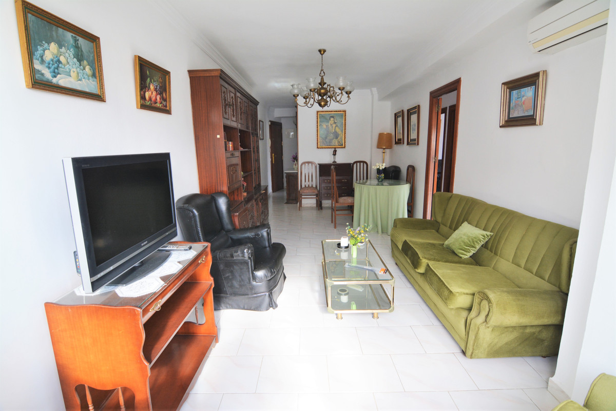 We present this beautiful apartment in the heart of Fuengirola, one step away from the Plaza de la C,Spain