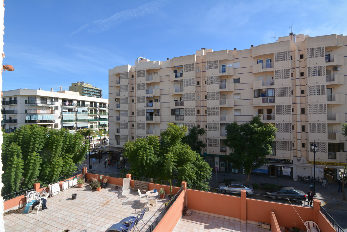 2 bedroom apartment for sale in the heart of Fuengirola, next to the beach and bus station, facing s,Spain