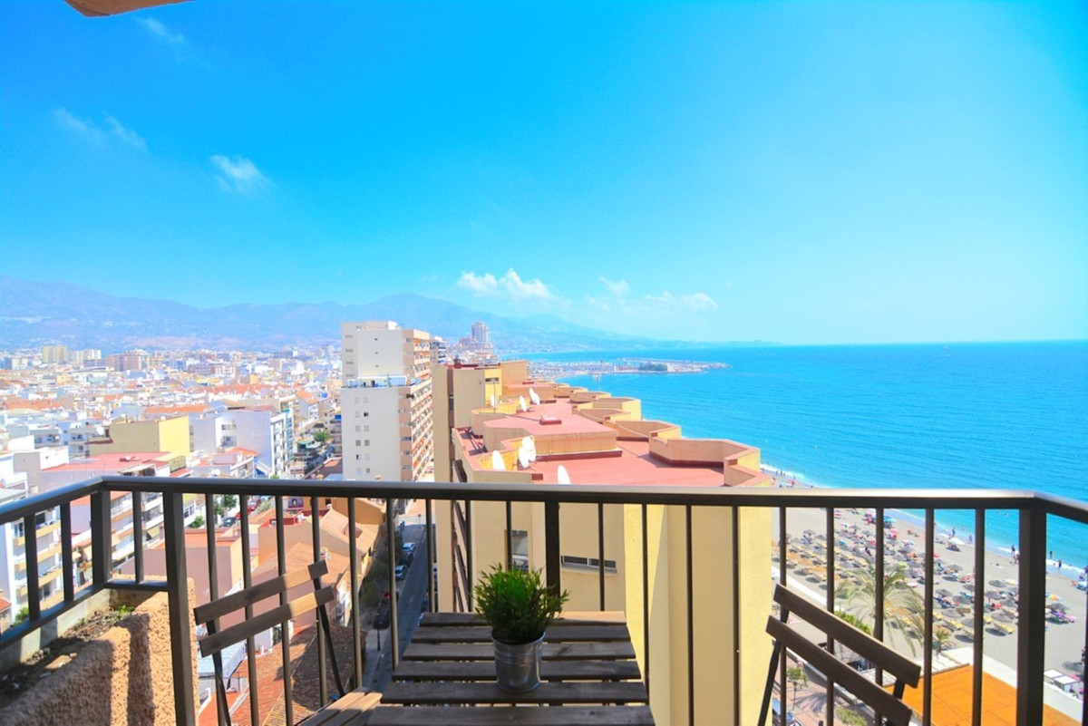 Studio for sale on the beachfront Fuengirola with spectacular views of the sea and mountains. It con,Spain