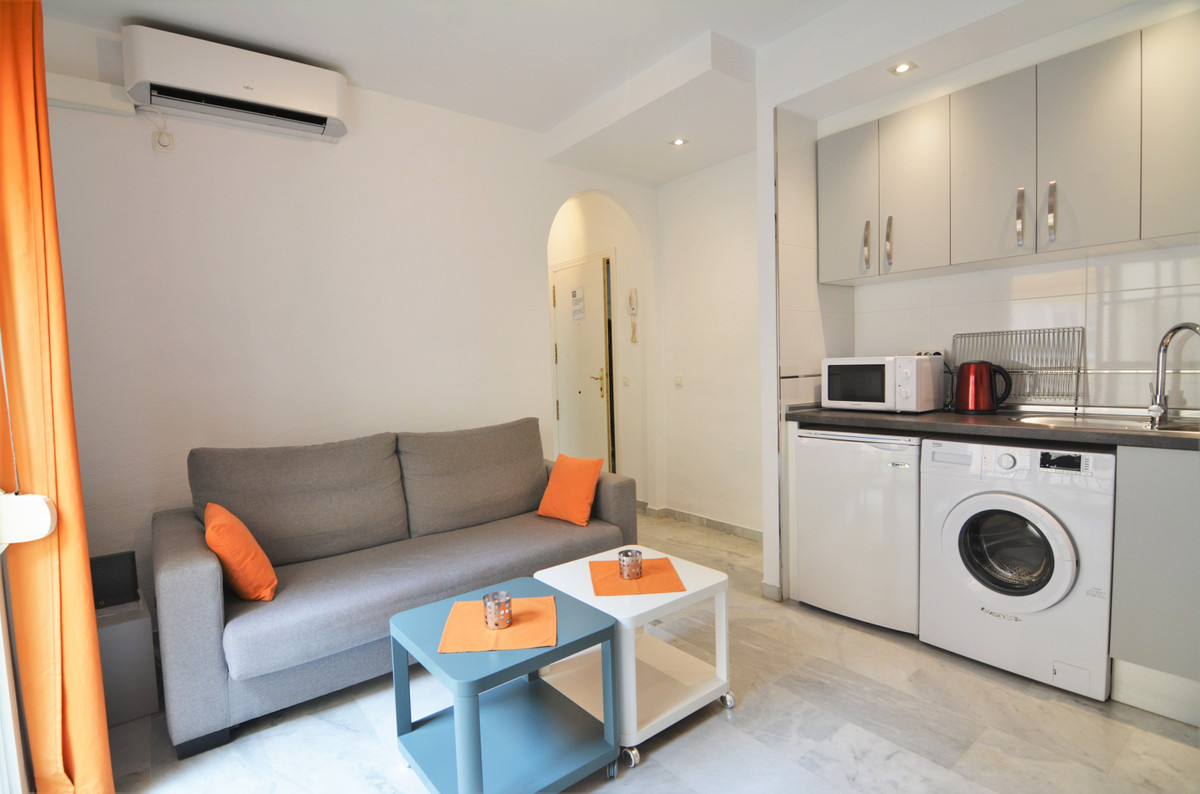 We present you this charming apartment in the heart of Fuengirola, in the old part of the city.  It ,Spain